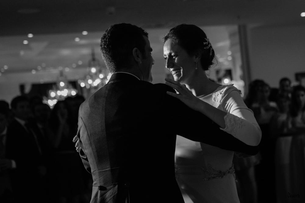 Talento Donostiarra - Vasver Fotografía - novios bailando