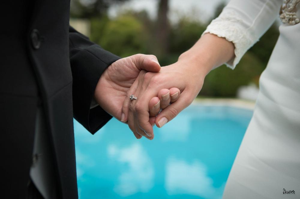 Talento Donostiarra - Vasver Fotografía - novios dandose la mano